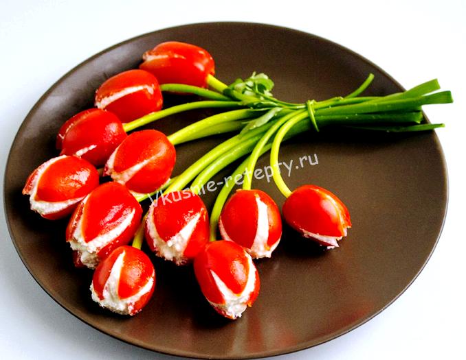 Тюльпаны из помидор нефаршированных