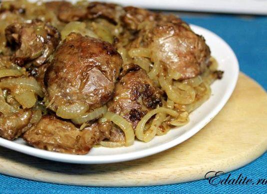Печень куриная жареная с луком и сметаной рецепт