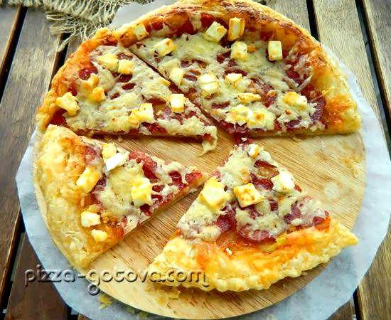 Можно приготовить пиццу из слоеного теста
