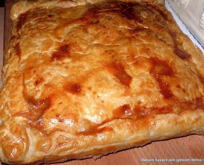 пирог из слоеного теста с курицей рецепты с фото