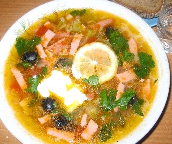 Простой рецепт суп солянка с колбасой рецепт