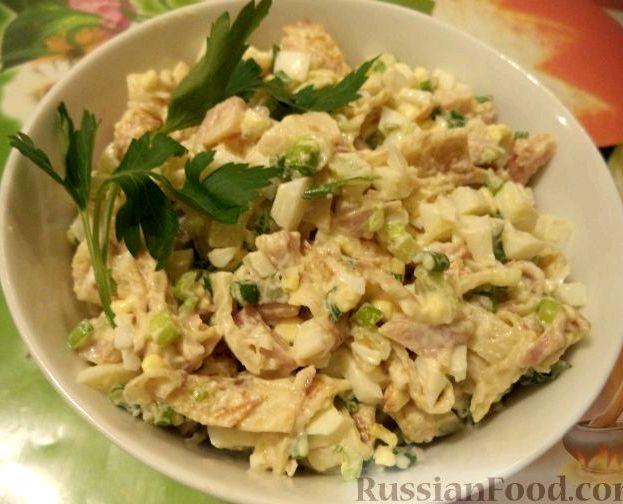 Салат с куриной грудкой и блинами рецепт