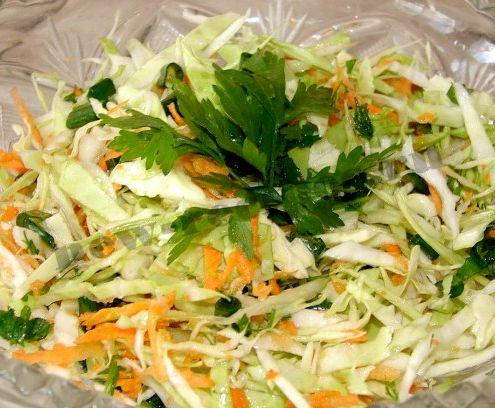 витаминный салат с капустой и огурцом